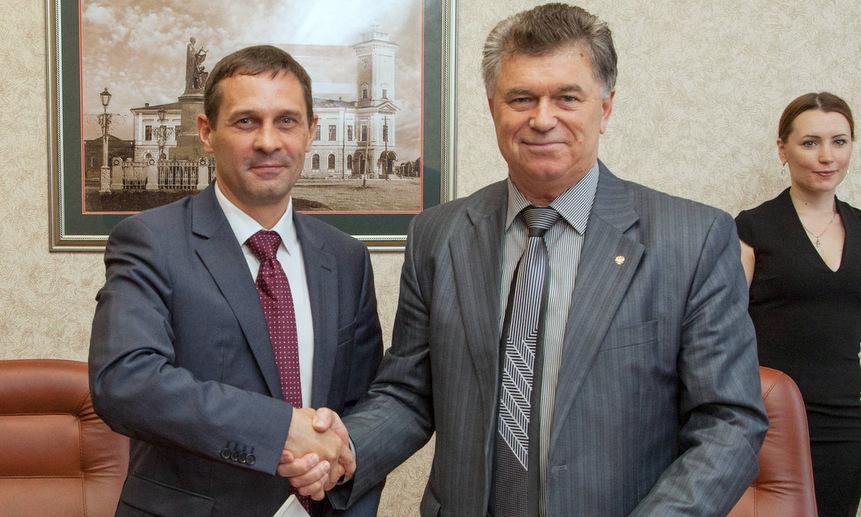 Генеральный директора КРАО Алексей Ковалёв и генеральный директор ПГРК Александр Лукин.