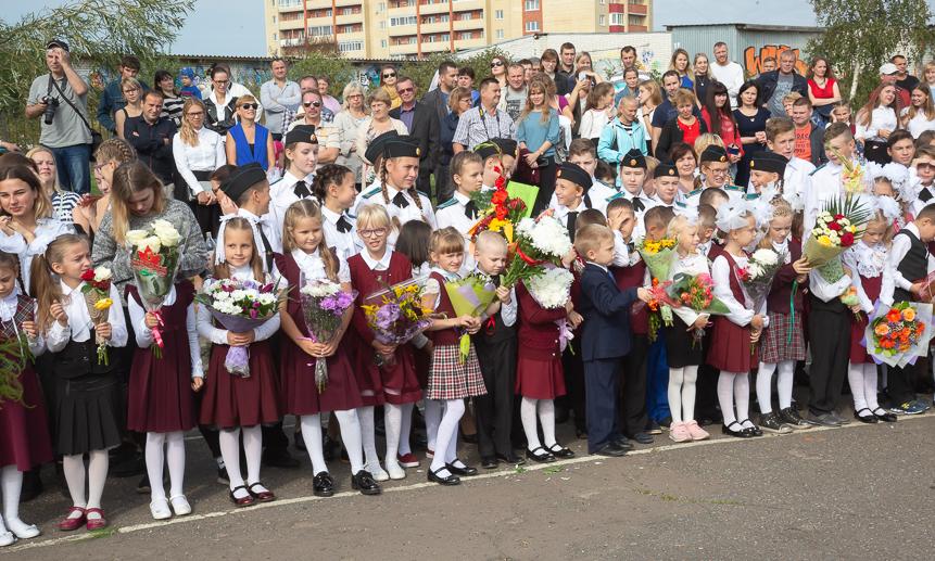 В35-й школе встречали 148 первоклассников.